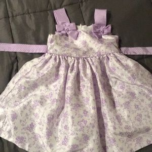 Dainty and sweet little spring dress 4t